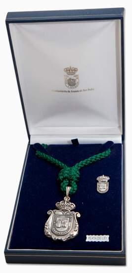 medallas institucionales con estuche